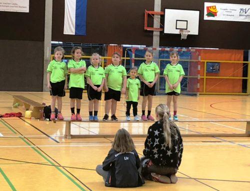 Die weiblichen Minis spielen in Bösingfeld